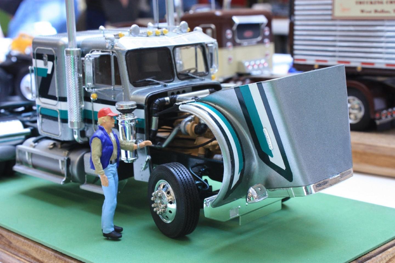 model_truck_n_trucker