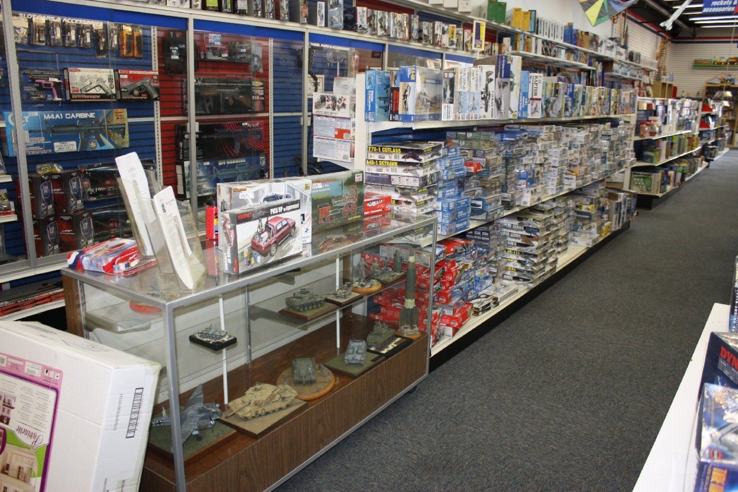 HTUSA_model kit aisle looking fwd