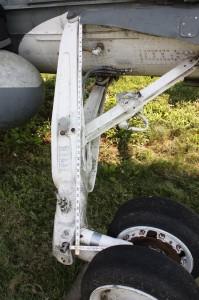 strbd main gear strut dims 2